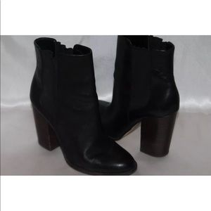 Banana republic black leather Pull on ankle boots